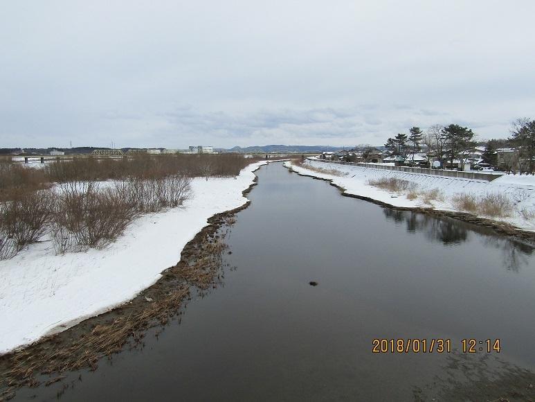 米代川凍る