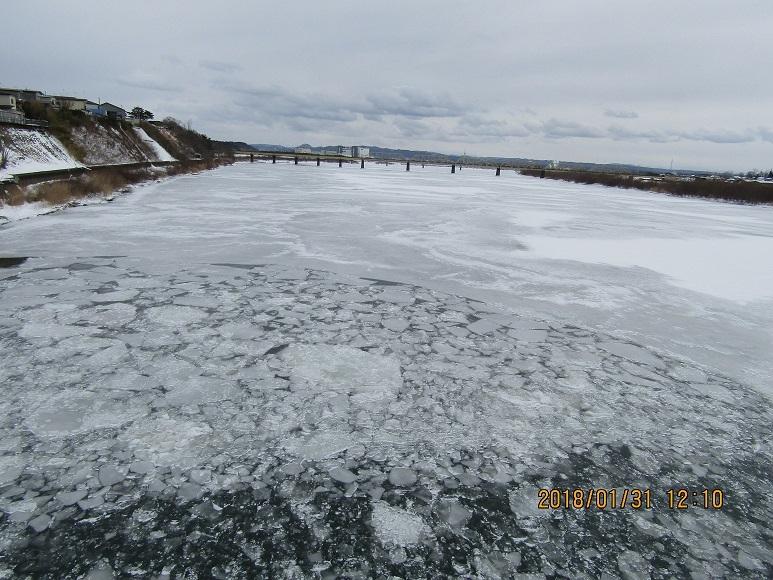 米代川凍る2