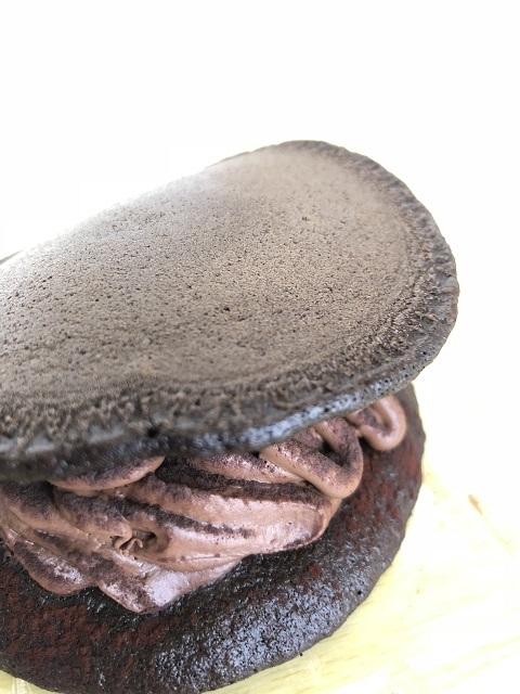 セブンイレブン もっちりチョコパンケーキどら2