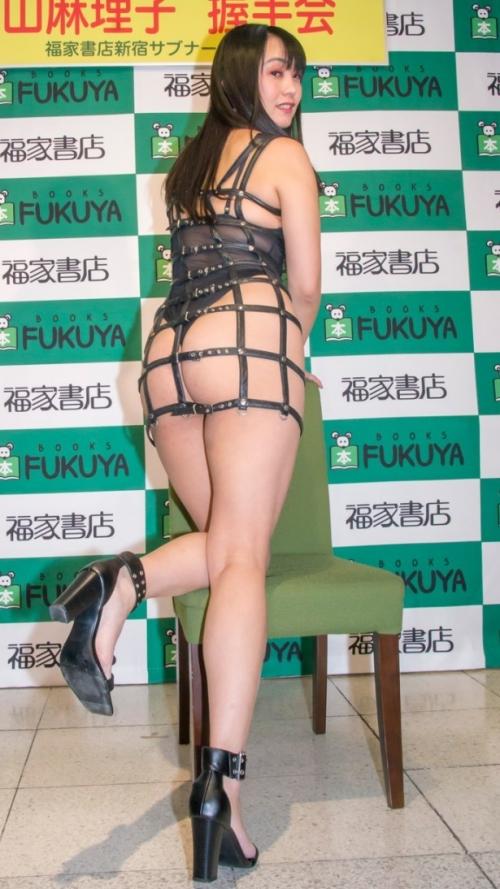 元女子アナの脊山麻理子さん、ほぼケツ丸出しの姿でイベントに登場する