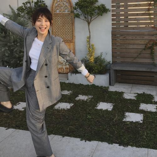 石田ゆり子さん(48)がババアなのに可愛いと話題
