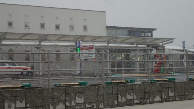 雪の三次駅
