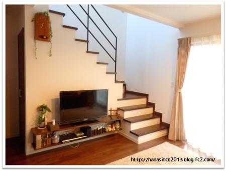 リビング階段下とテレビ2