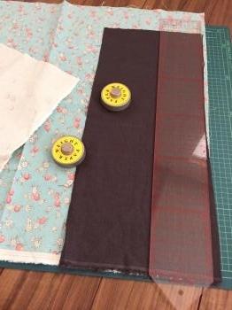 布合わせでバッグの表生地を製作中・・・そして、リビングの模様替え、その後