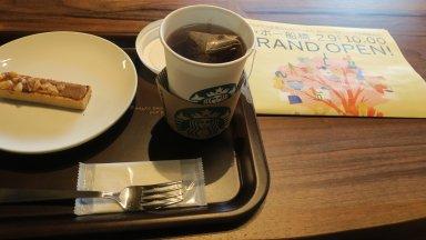 注文した紅茶と菓子