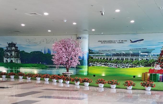カンボジア、ハノイの空港に到着