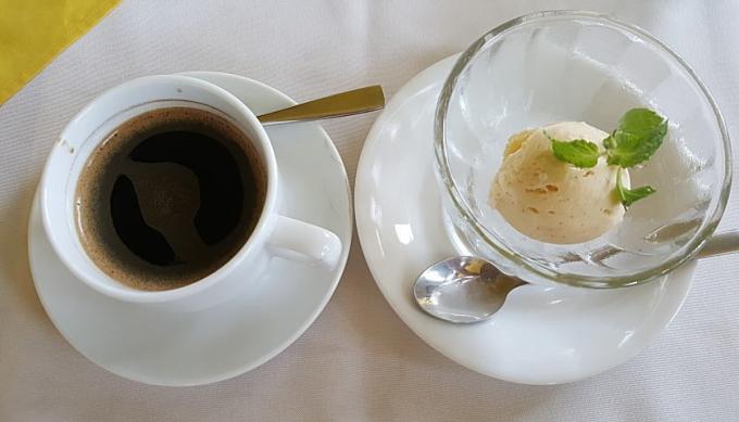 アイスとカンボジアコーヒー