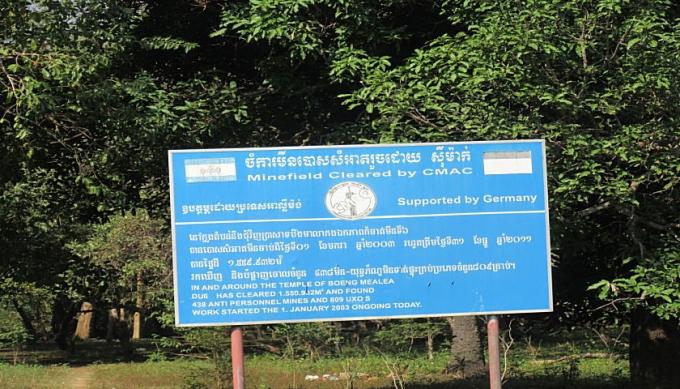 ドイツによる地雷撤去の看板