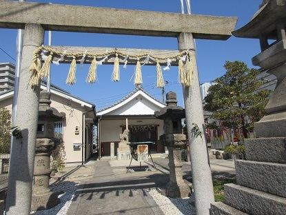 名駅Gゲート途中の神社