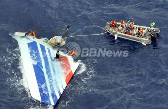 大西洋に墜落したエールフランス機の残骸