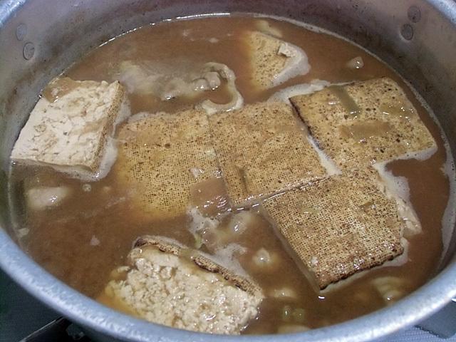 焼き豆腐を煮込む