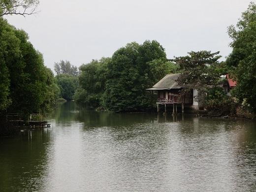 町を流れる川