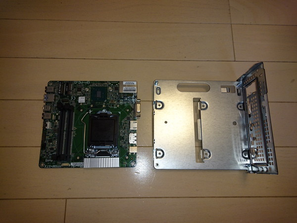 DeskMini 110のマザーボードを分離