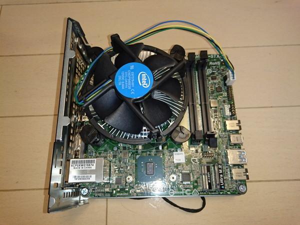 DeskMini 110のCPUクーラーのケーブルを接続
