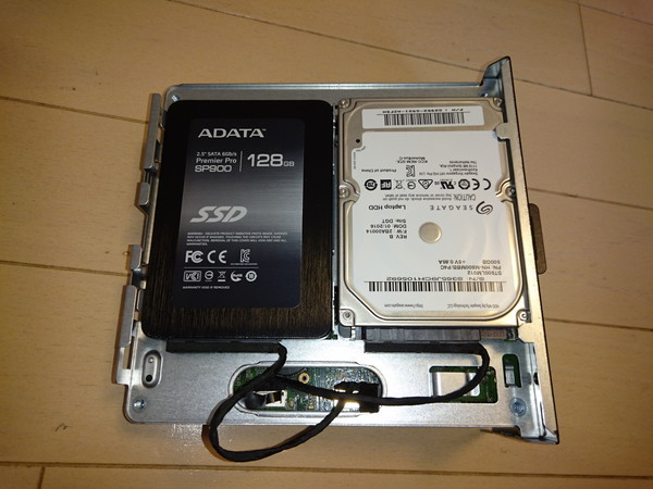 DeskMini 110のSSDとHDDにSATAケーブルを接続
