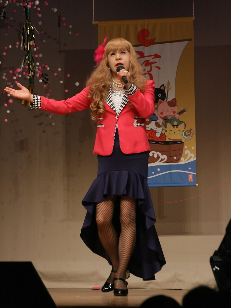 赤ジャケット紺マーメイドスカート舞台(1)