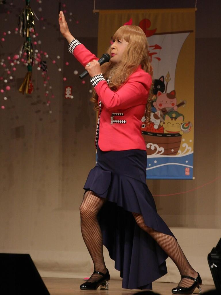 赤ジャケット紺マーメイドスカート舞台(5)