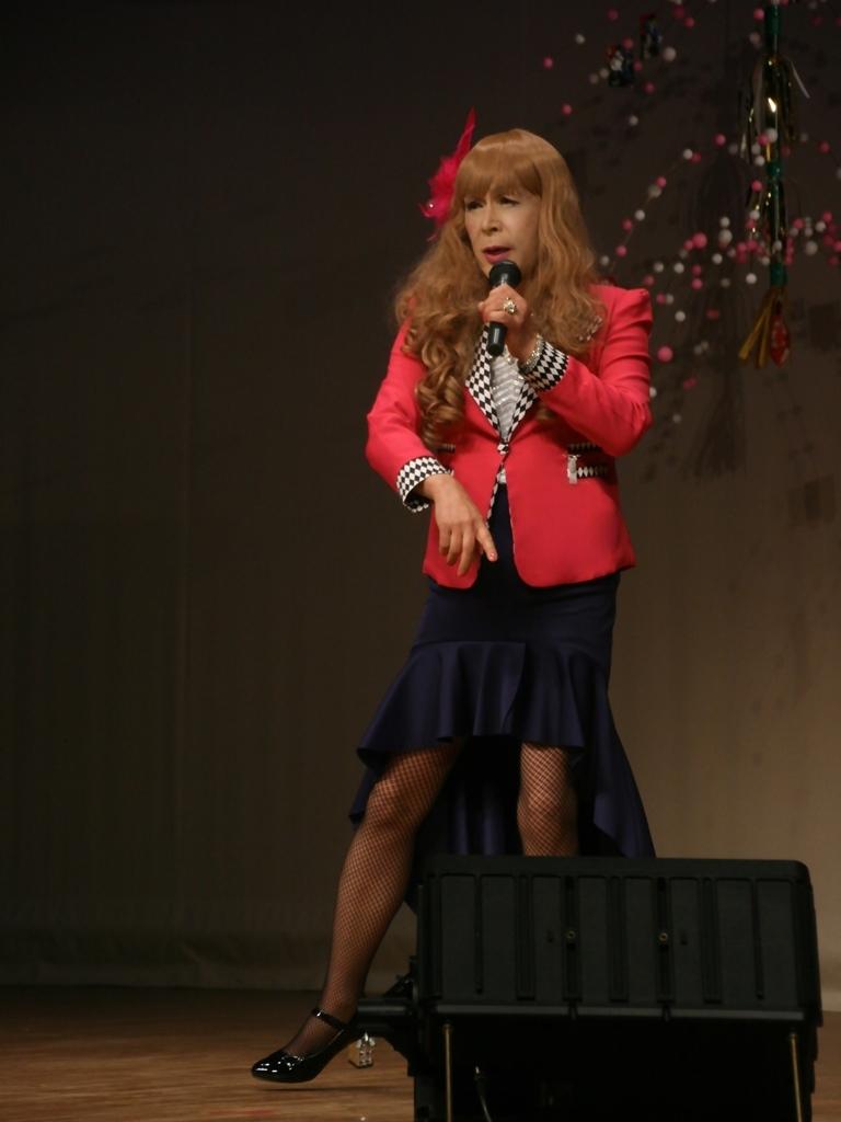 赤ジャケット紺マーメイドスカート舞台(7)