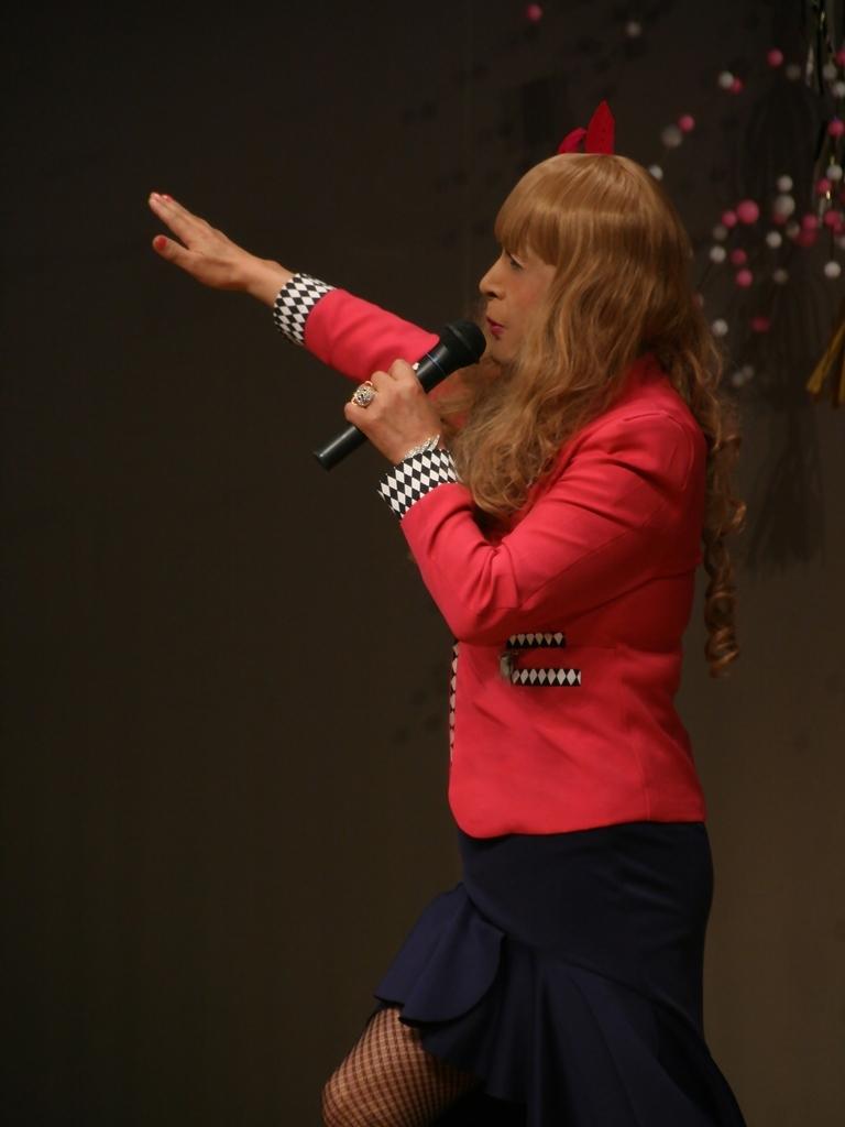 赤ジャケット紺マーメイドスカート舞台(10)