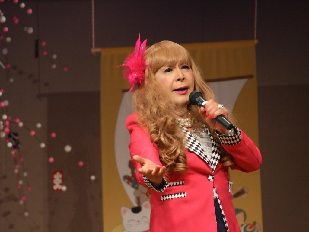 赤ジャケット紺マーメイドスカート舞台(13)