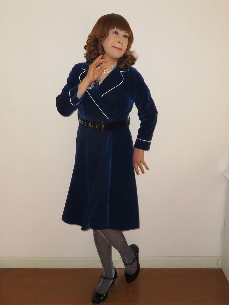 紺ベルベットワンピ室内(5)