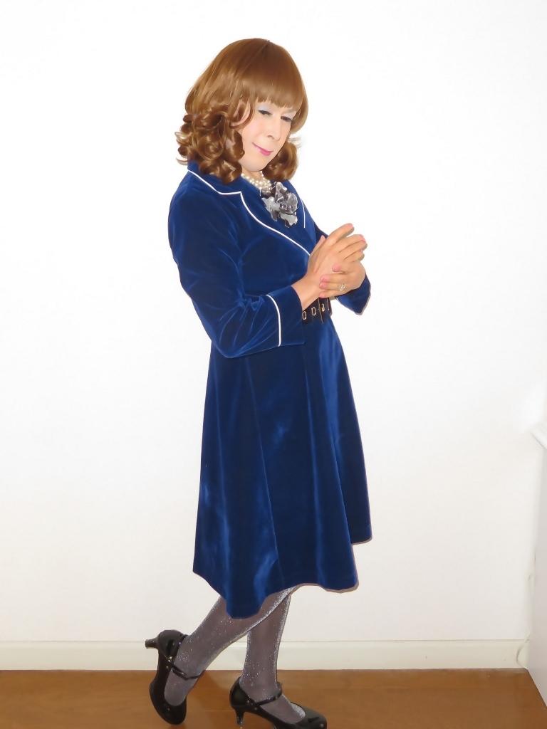 紺ベルベットワンピ室内(2)