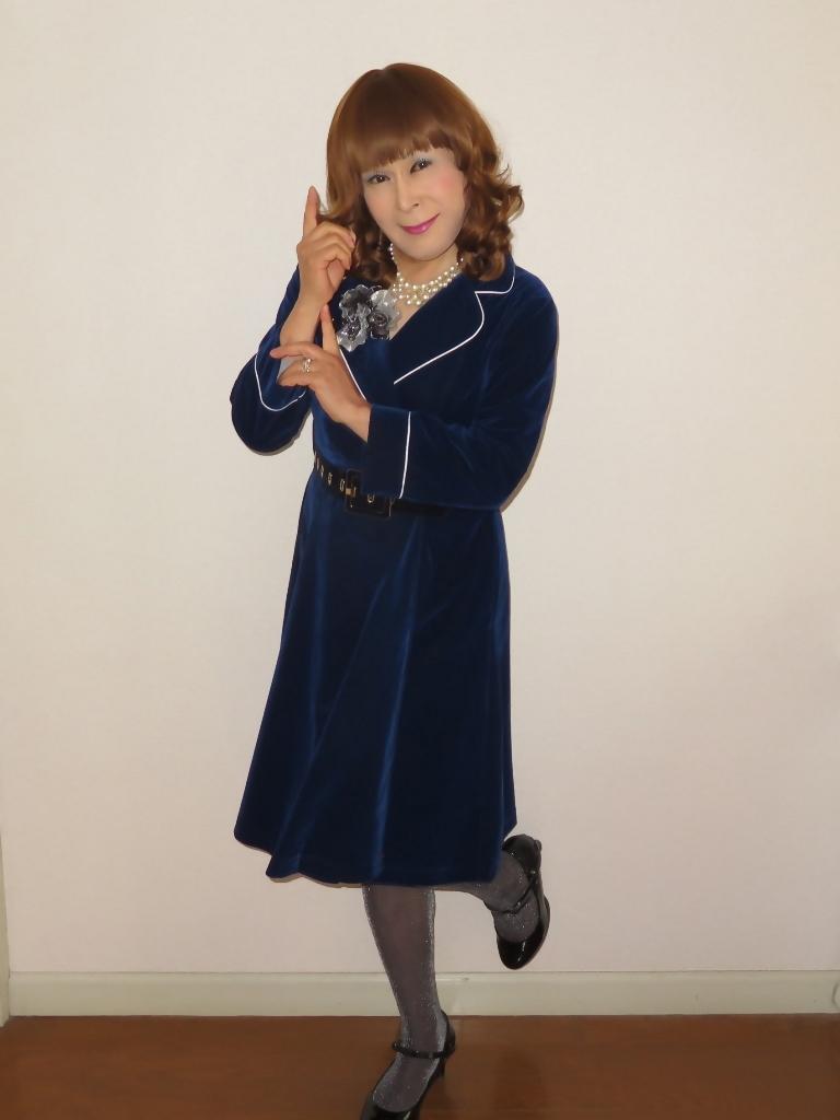 紺ベルベットワンピ室内(7)