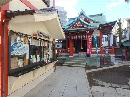 吉原神社の境内