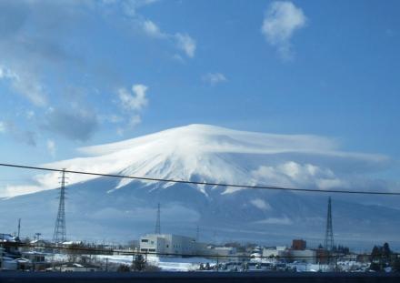 ベールをまとった富士山