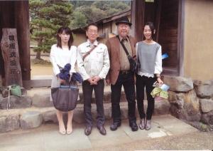 一乗谷にて前田さん藤田さんと先生記念撮影