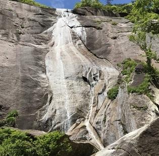 鉾岳の大滝5月