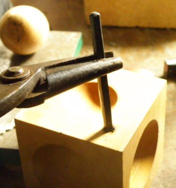 木製サイコロ玉台の加工 (2)