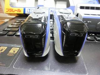E353系 先頭車と後部車の前面の比較?