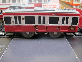 「京急新1000形 リラックマトレイン」中間車側面