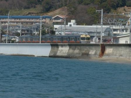 海と電車 3