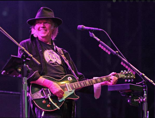 neil-young-smile-Festival Vieilles Charrues France 7-20-13