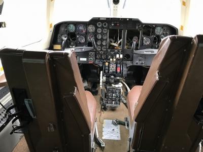 LR-1操縦席