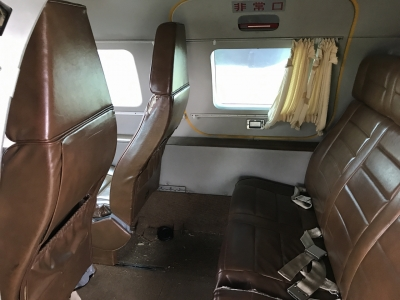 LR-1後部座席