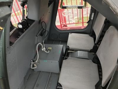 OH-6後部座席