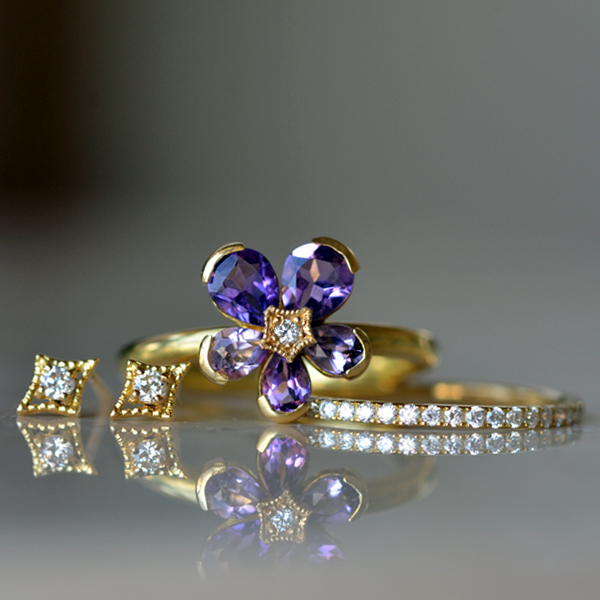 K18YG製イエローゴールドアメジストダイアモンドスミレ指輪ダイアモンドピアスミル打ちハーフエタニティダイアモンドリング