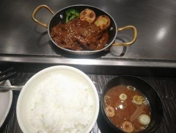 SFPホールディングス 鉄板二百度 牛すじ煮込みハンバーグ定食03 201801