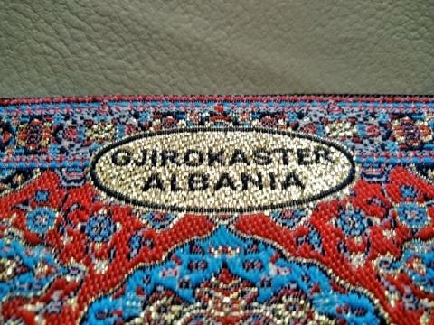 アルバニア ジロカストラのポーチ2