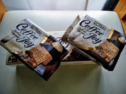 インドネシア製コーヒージョイ ビスケット2