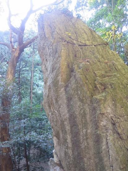 天白磐座遺跡(てんぱくいわくらいせき)鳴岩