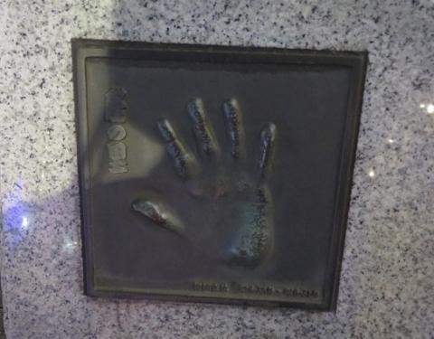 両国 力士像 隆の里手形