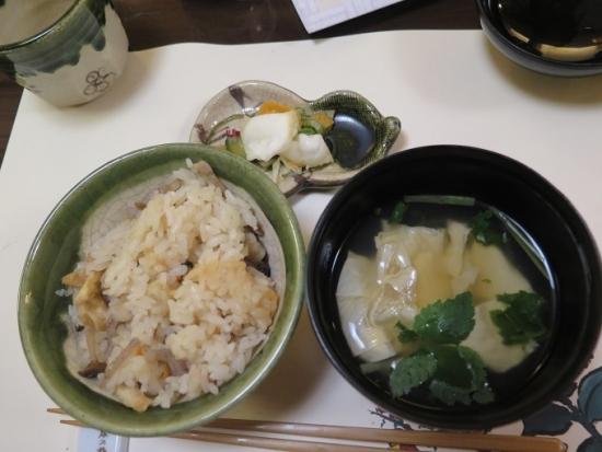 季節の炊き込みご飯と湯葉吸い物、香の物