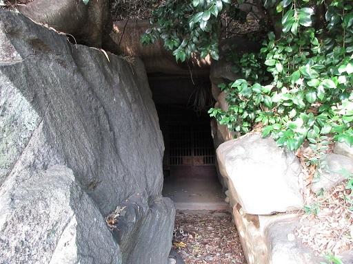 姥塚古墳羨道より