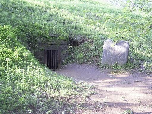 岩屋古墳西石室開口部