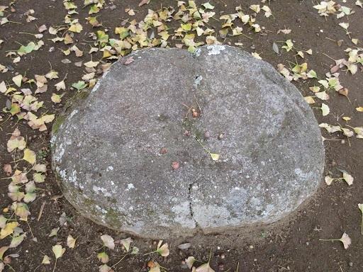 龍角寺仁王門跡礎石