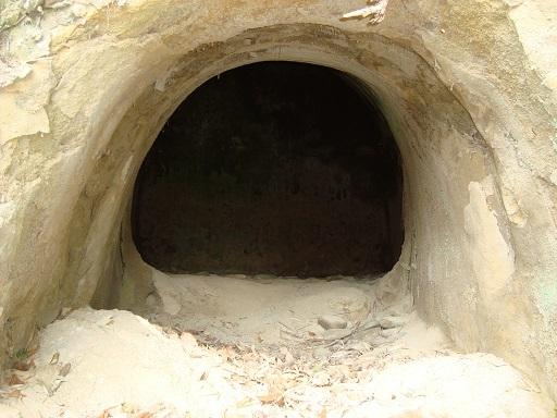白坂横穴墓群左側横穴